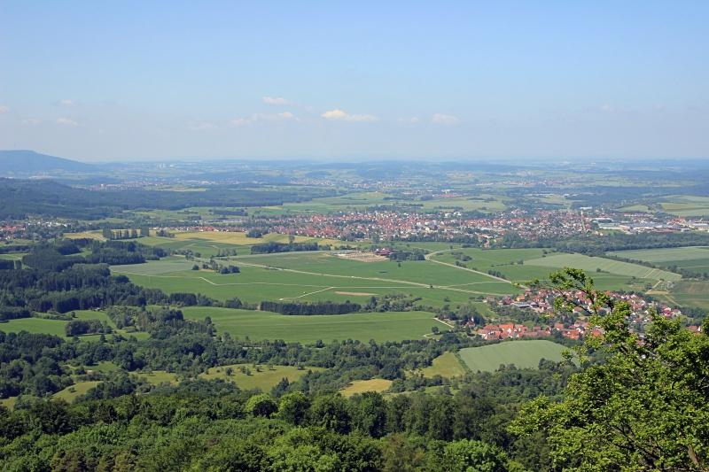 Blick von der Burganlage auf die ländliche Umgebung