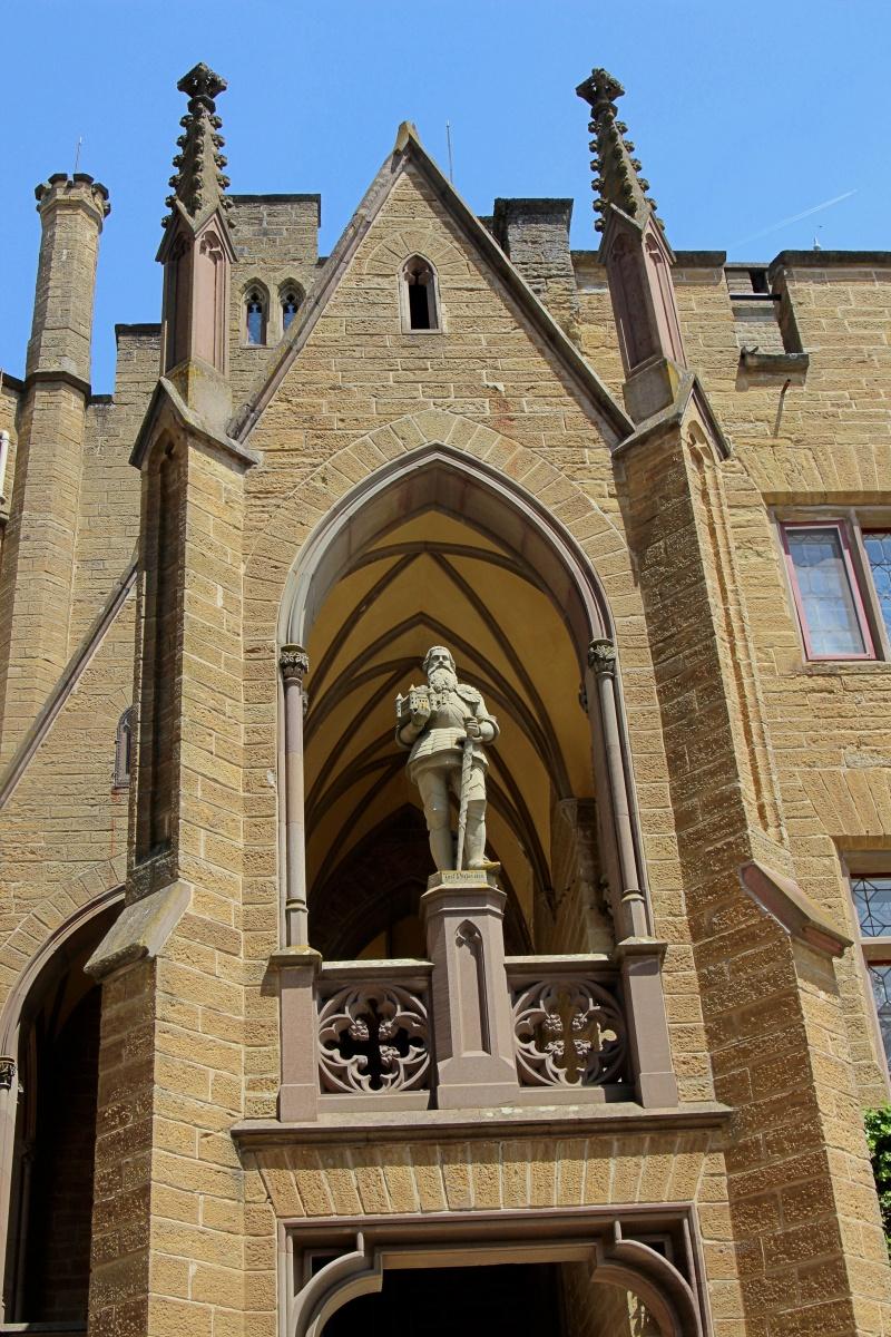 Das Hauptportal der Burg