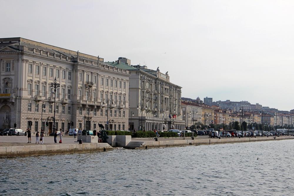 Wunderschöne Häuserzeile in Trieste.