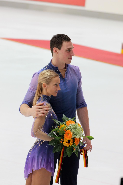 Savchenko Massot victory lap Nebelhorn Trophy