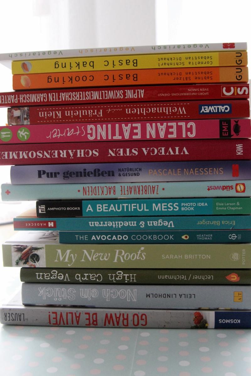 Koch-und Backbücher nach Farben sortiert