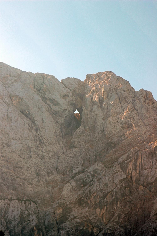 Fenster im Berg
