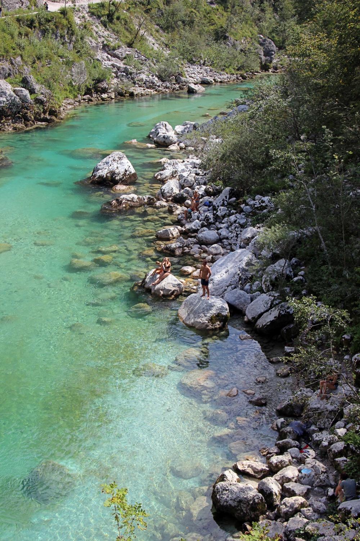 Das wunderschöne smaragdgrüne Wasser des Soča-Tals.