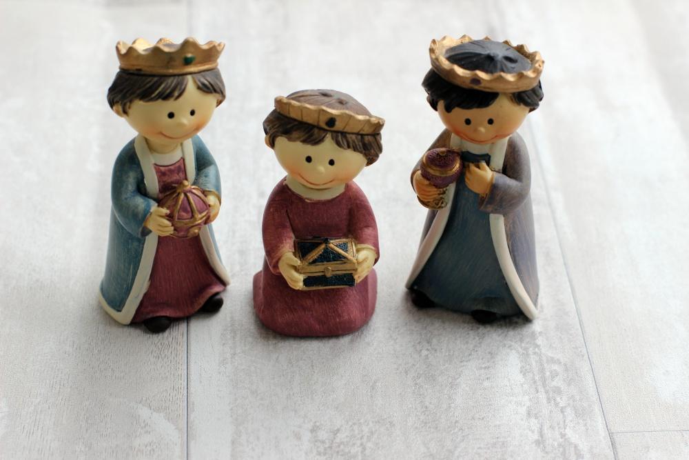 Heilige Dreikönige in der Kinderkrippe