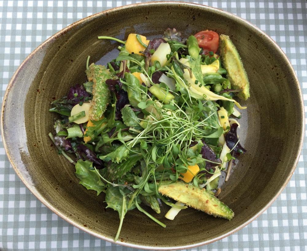 Leselaunen Salat mit Avocado und Mango