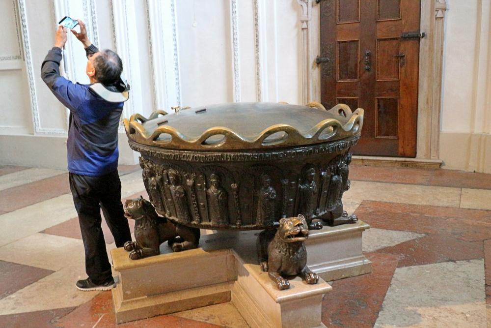 Taufbecken Dom von Salzburg