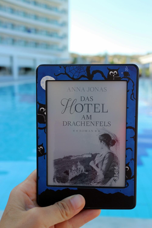 Das Hotel am Drachenfels von Anna Jonas_Urlaubslektüre