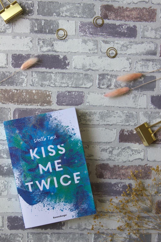 Lesemonat August 2020_Kiss Me Twice_Stella Tack